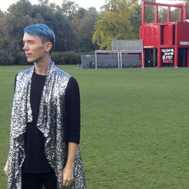 Erik designar  både hus och kläder