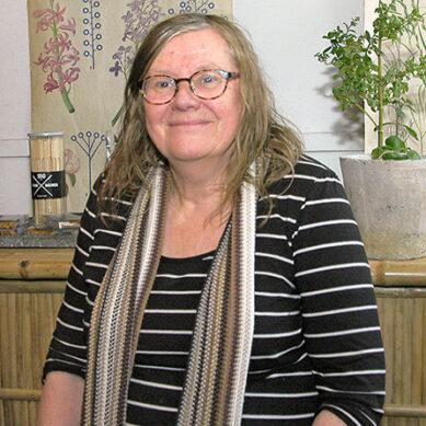 Carla Wiberg har ett ben i Hökön och ett på Irland