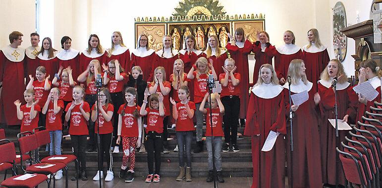 Körsång och våfflor på Vårfrudagen