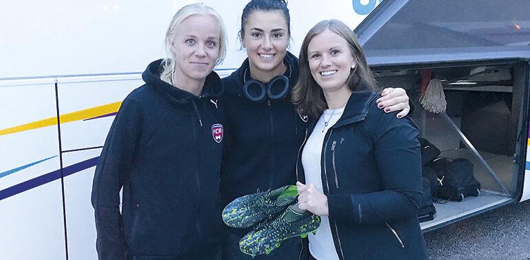 Klubb Sonya  erhöll fotbollsskor från kända damspelare